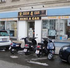 CA$H4CAR - Exterior - 3 Vespa scooter and a smart